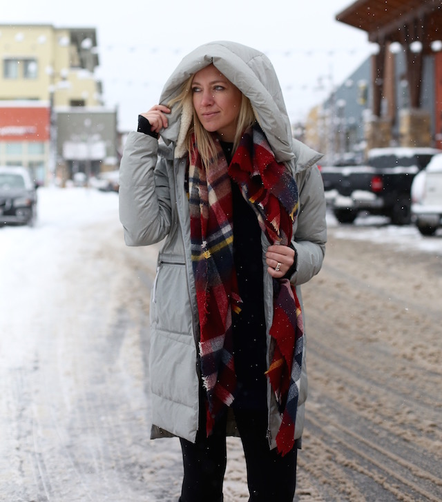 Carve Designs down coat, plaid blanket scarf, SheIn sweatshirt, Hunter Boots | Park City, Utah