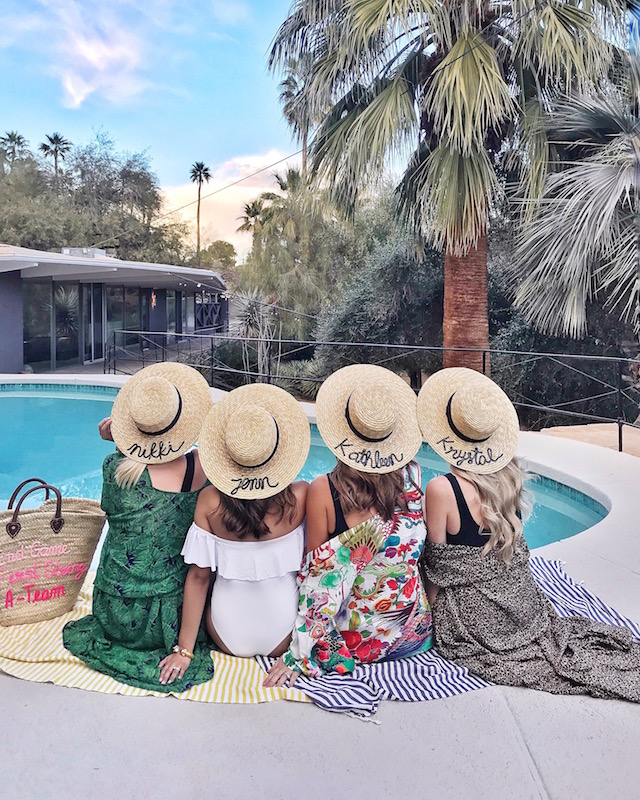 Fashion bloggers in Palm Springs