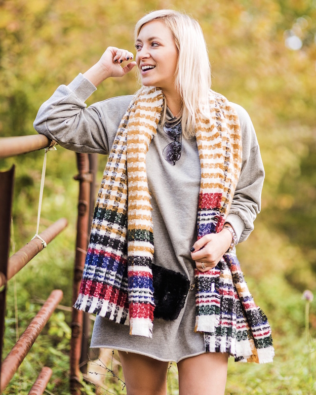 Tennessee fall foliage | My Style Diaries blogger Nikki Prendergast in Forever 21 and Hunter boots