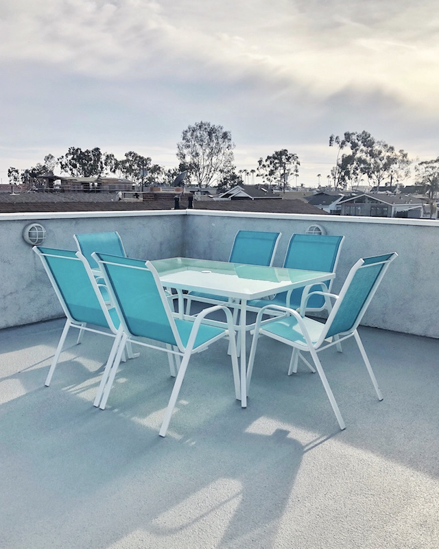 Rooftop Deck dining area | Balboa Island Airbnb Vacation Rental