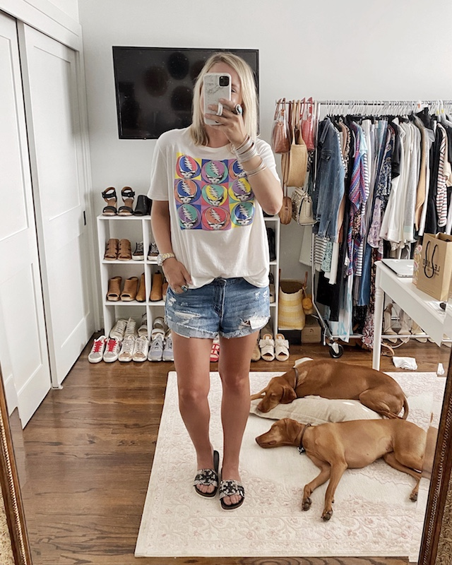 Graphic tees and denim shorts | My Style Diaries blogger Nikki Prendergast